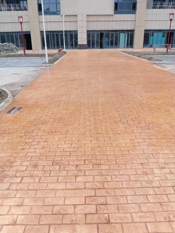 句容彩色透水混凝土联系方式,句容耐磨固化地坪施工